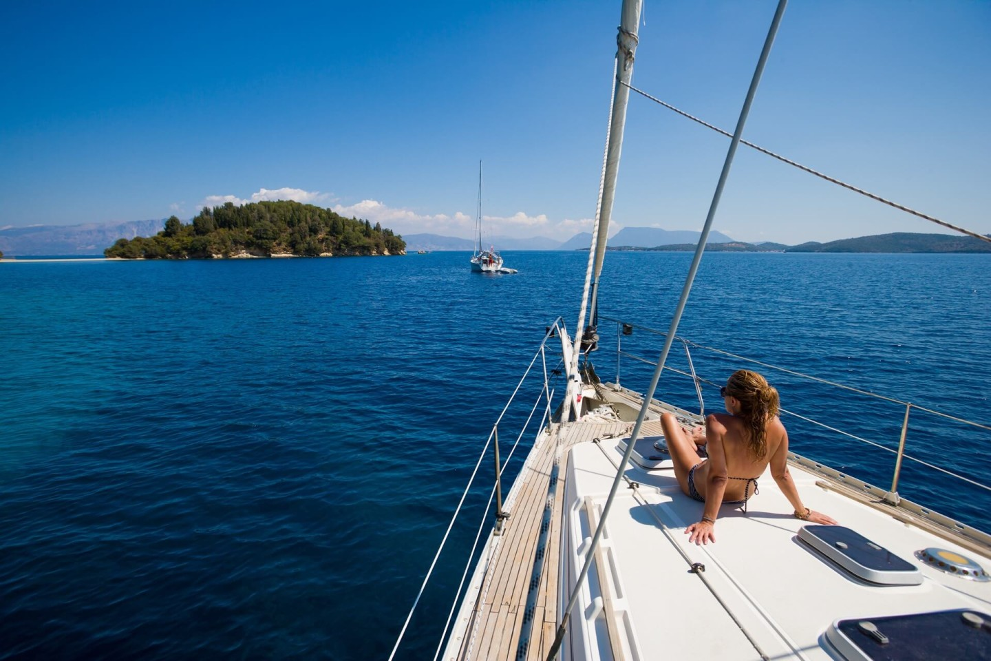 relax and unwind with your girlfriend on daily sailing trips in croatia