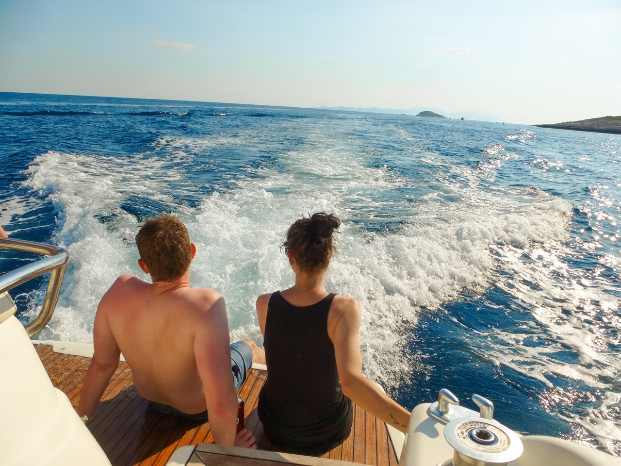 couples yacht style and luxury yacht cruise boat rental