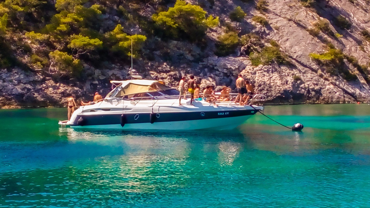 daily yacht cruises rent a boat private bays music dj summer party vibes