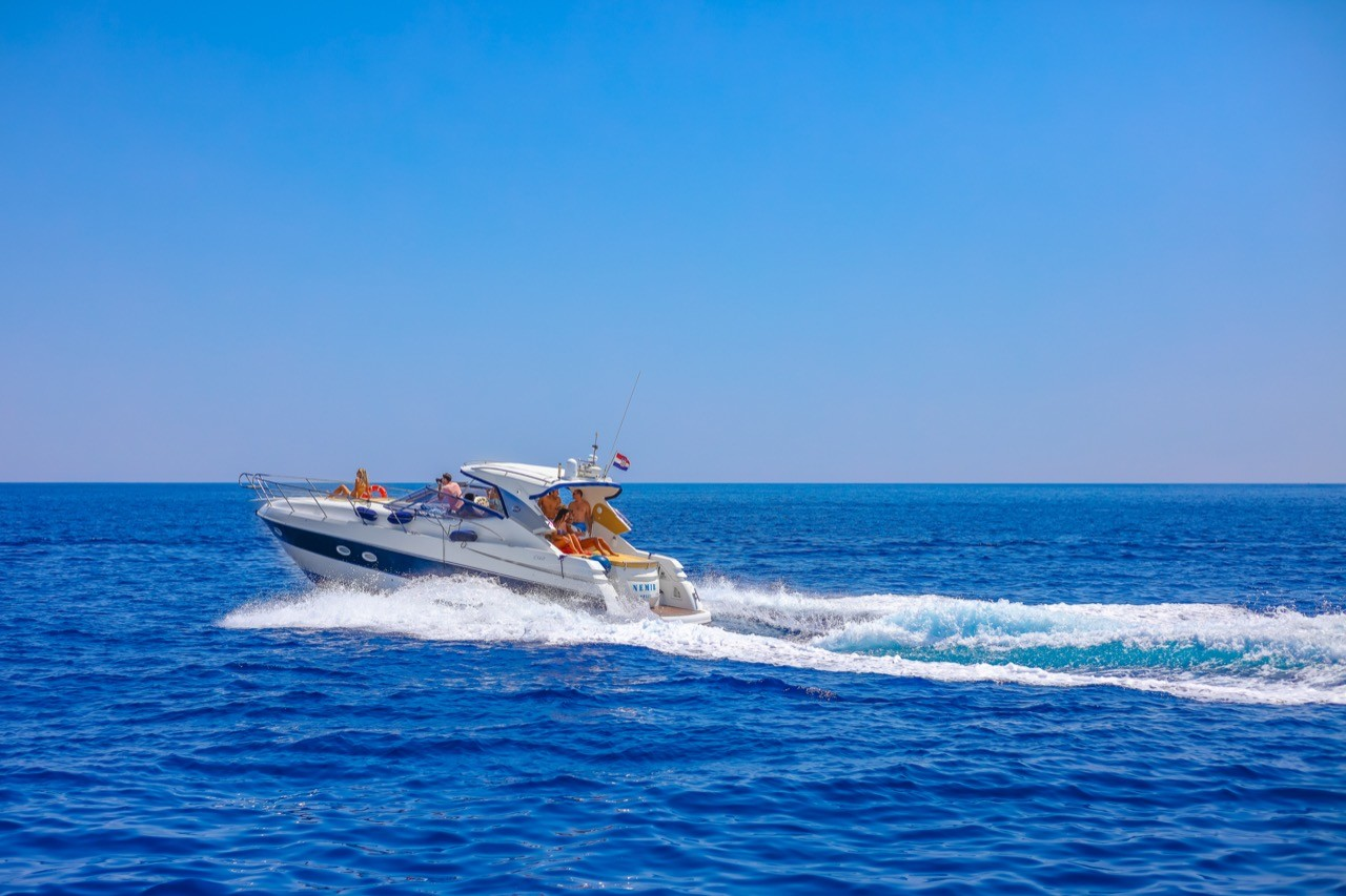yachting speed cruising partners team buildings groups