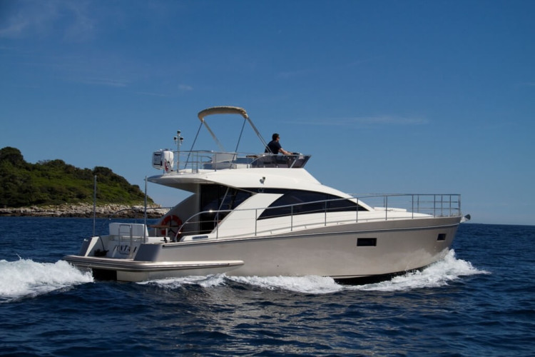 Cyrus 13.8 Flybridge 3 croatian islands itinerary paddle surfing culinary vacations snorkeling relax private tours croatia