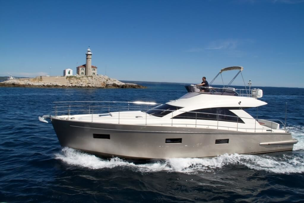 Cyrus 13.8 Flybridge 4 croatia luxury yacht charter paddle surfing wine holidays honeymoon hidden croatia vacation