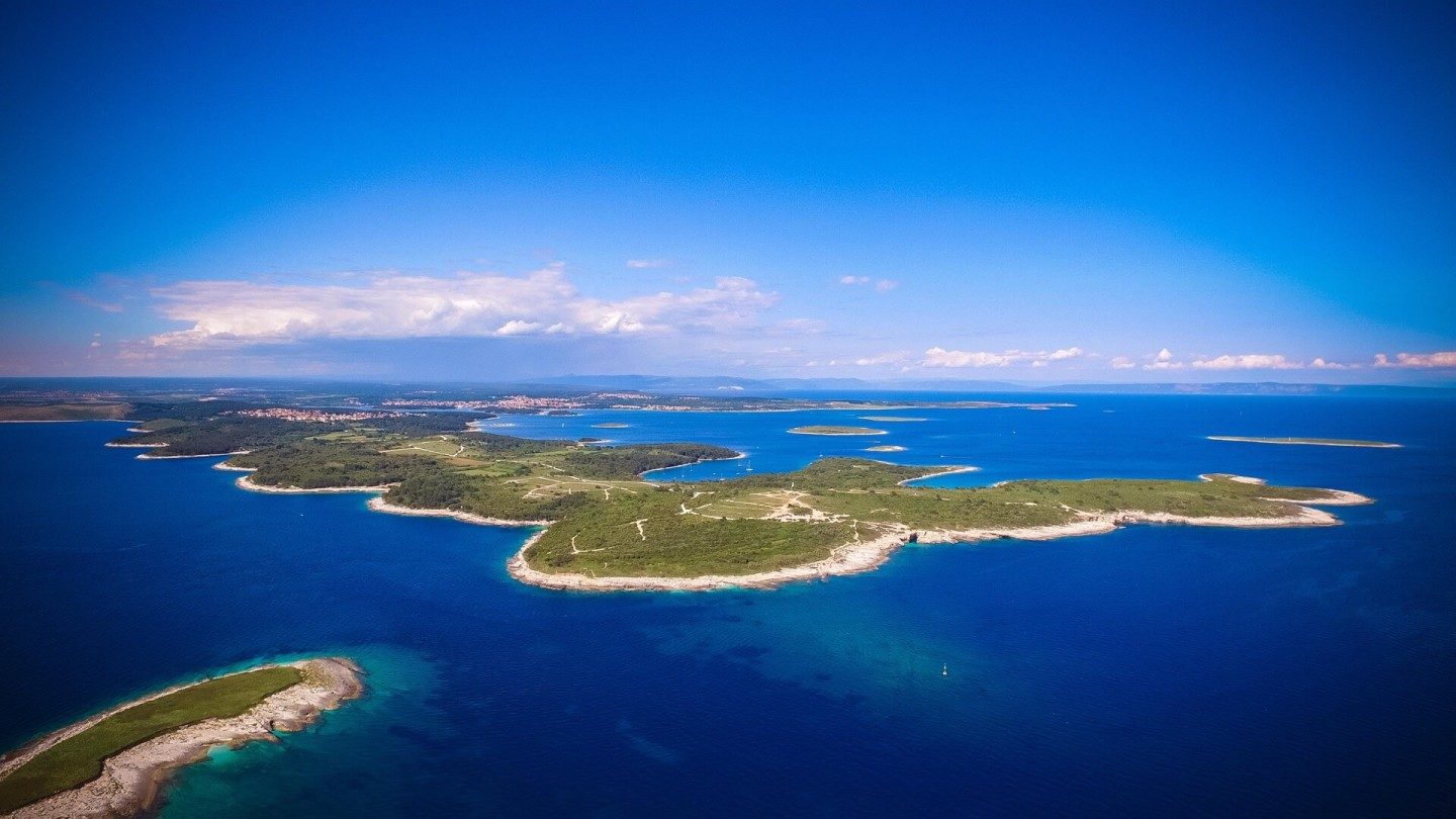 kamenjak istria sailing daily yacht cruises day boat charter skipper relax private bay