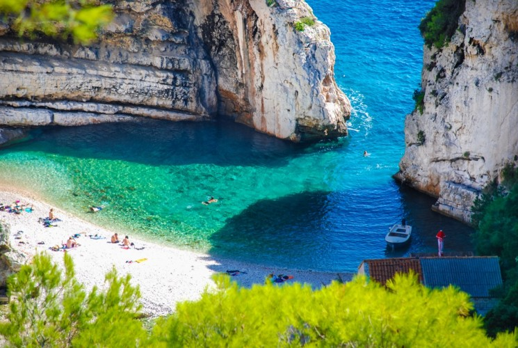 stiniva bay summer escape vis croatia refreshing stop on daily cruise