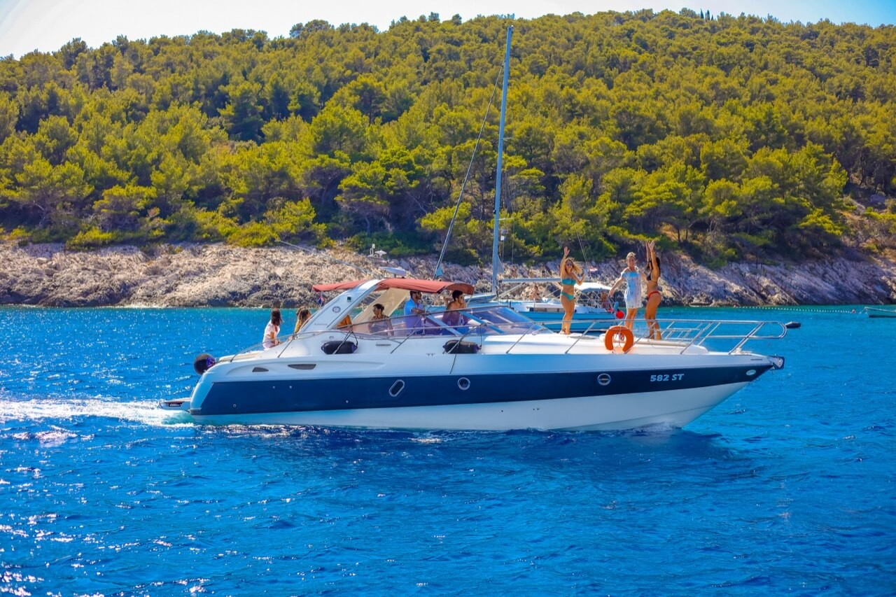 motor-yacht-blue-lagoon-snorkelling-dive-family-partners-friends-cruise-day-boat-for-hire