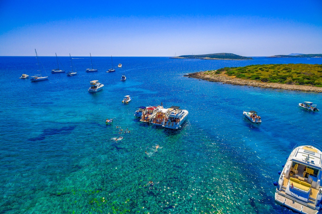 blue lagoon getaway for groups on a daily yacht tour