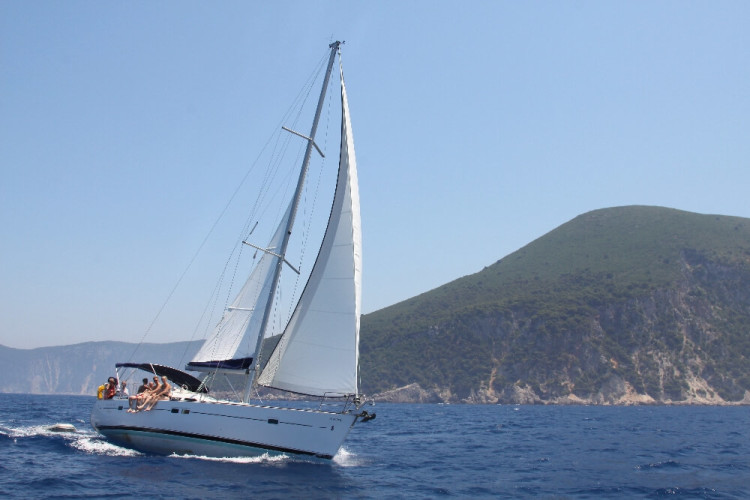 Oceanis 423 day hire sailing boat hvar party boat