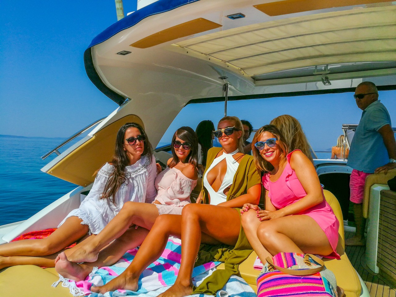 summer hen party yacht cruiess enjoy with friends