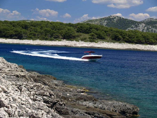 Atlantic 670 Open daily speedboat rental sea getaways split hvar vis with speedboat