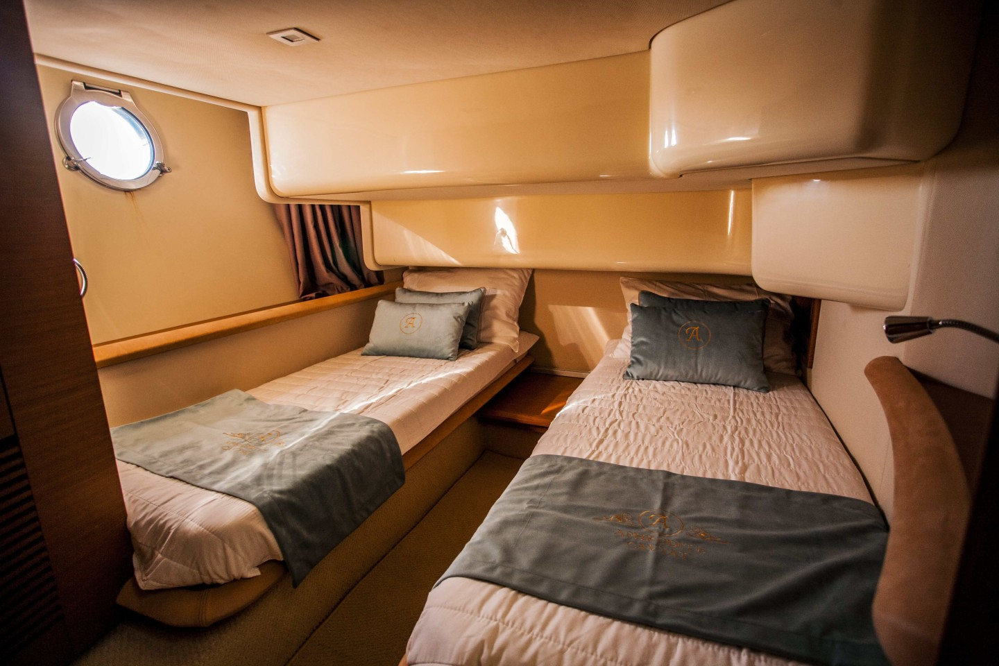 azimut 43 dubrovnik 28 spacious yacht bedroom