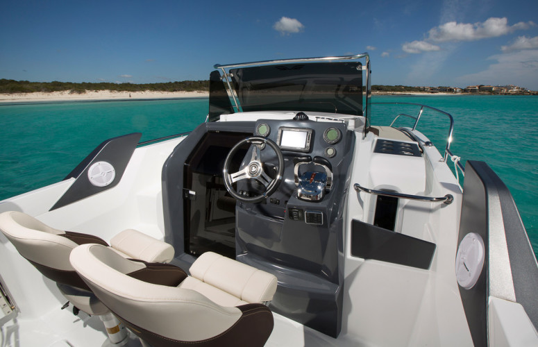 Beneteau Flyer 7.7 split day boat rental blue lagoon summer cruise rent for day snorkelling