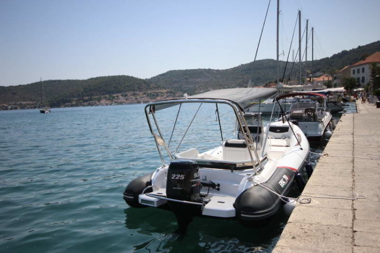 BSC 70 Sport sailing for day rent speedboat relax family friends partners islands