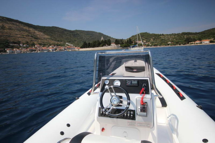 BSC 70 Sport sailing for day rent speedboat summer holidays friends