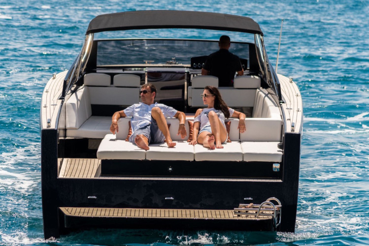 Colnago 45 rent luxurt motor yacht for a day in split champagne and parties
