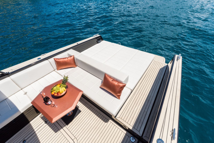 Colnago 45 rent luxurt motor yacht for a day in split open space
