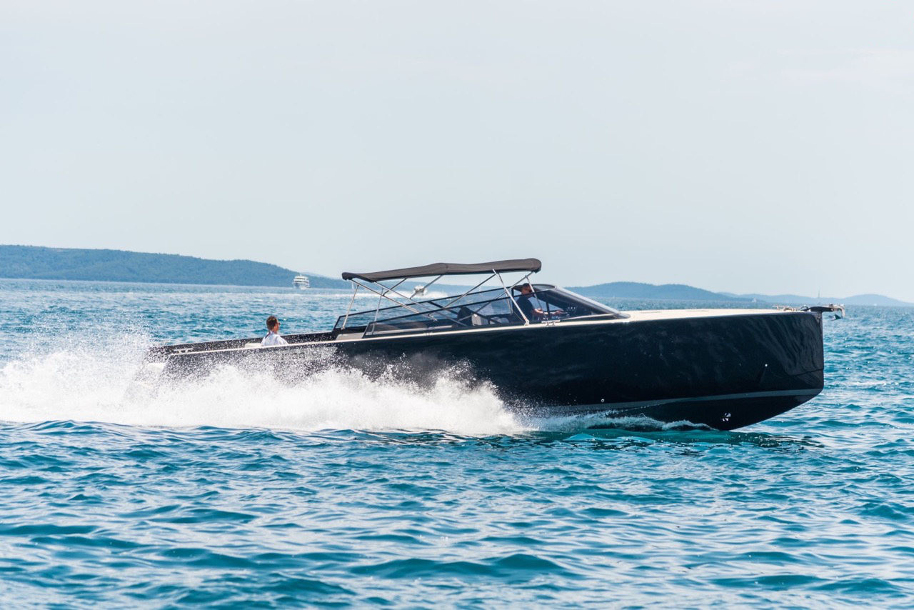 Colnago 45 rent luxurt motor yacht for a day in split speed and amazing vibes