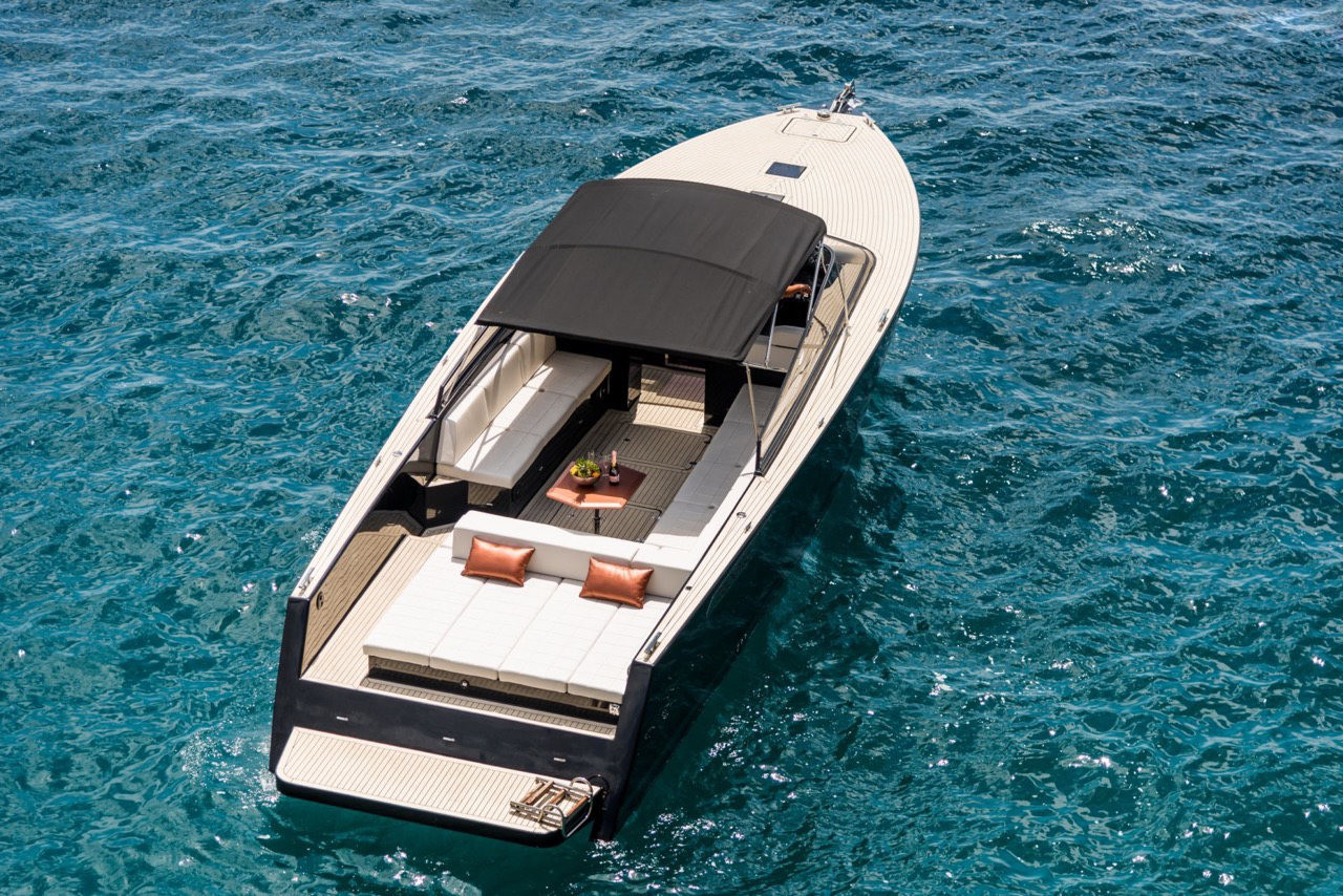 Colnago 45 rent luxurt motor yacht for a day in split summer
