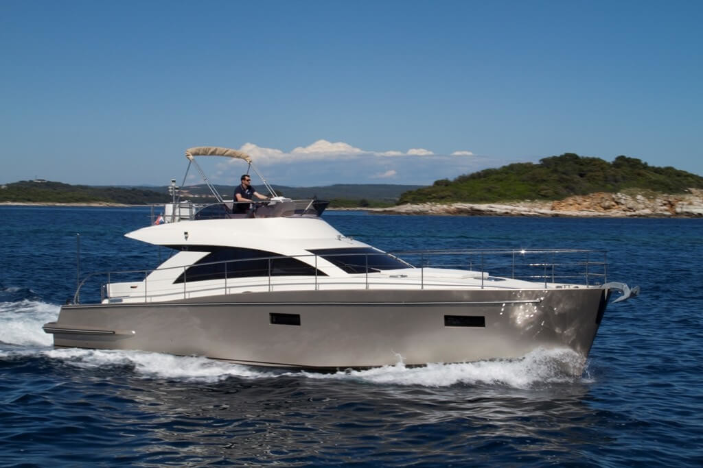 Cyrus 13.8 Flybridge 1 island hopping trip day crotia luxury yacht charter luxury croatia holidays paddle surfing