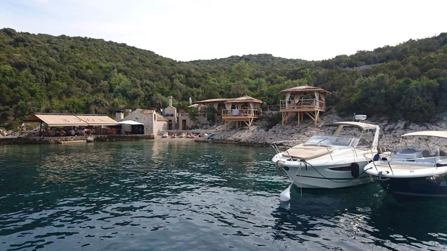 croatia island hopping speed boat charter