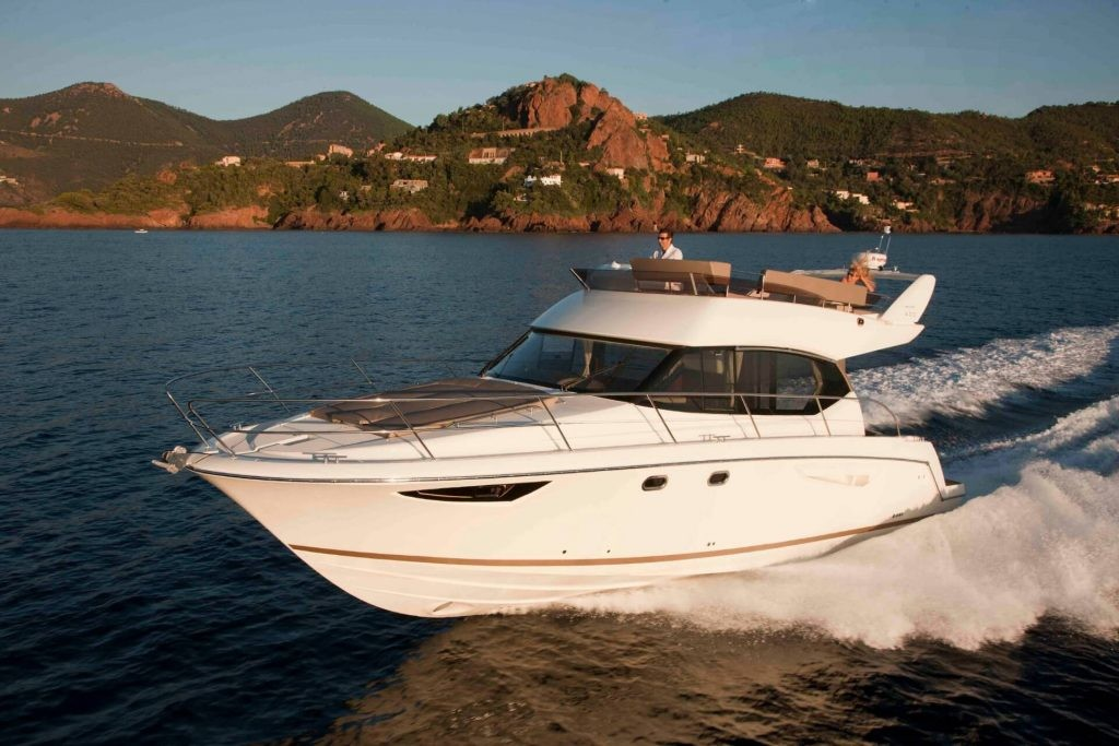 jeanneau prestige 400 split region daily cruises sundeck flybridge