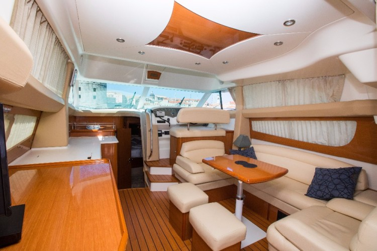 jeanneau prestige 42 spacious salon
