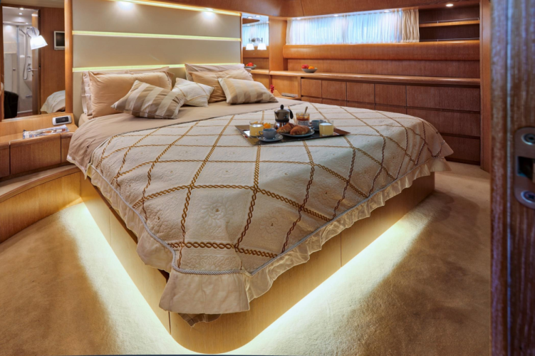 Luxury Cruise Istria to Venice 21 yacht bedroom luxurious bed