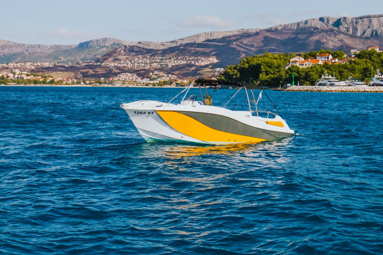 mercan 34 croatia yachting hvar boat hire