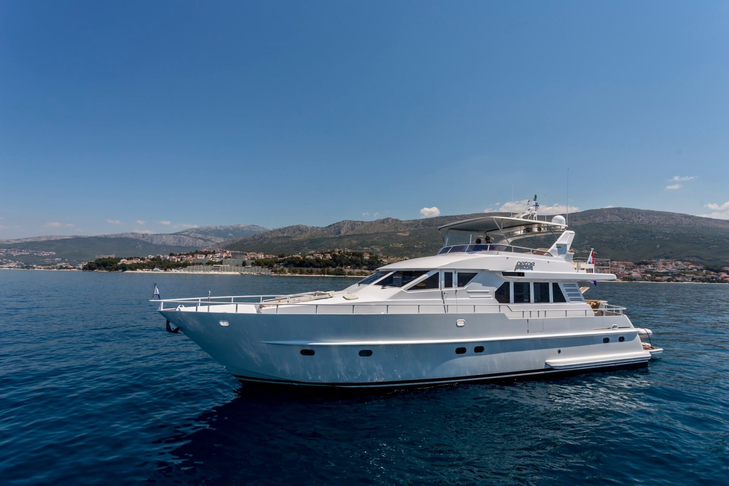 moonen day boat hire day trips from split croatia island hopping