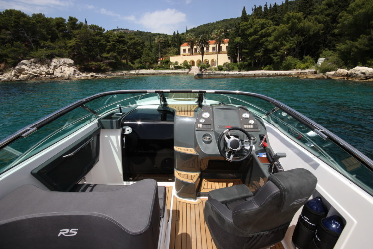 Nordkapp Noblesse 820 RS summer rent speedboat family and friends