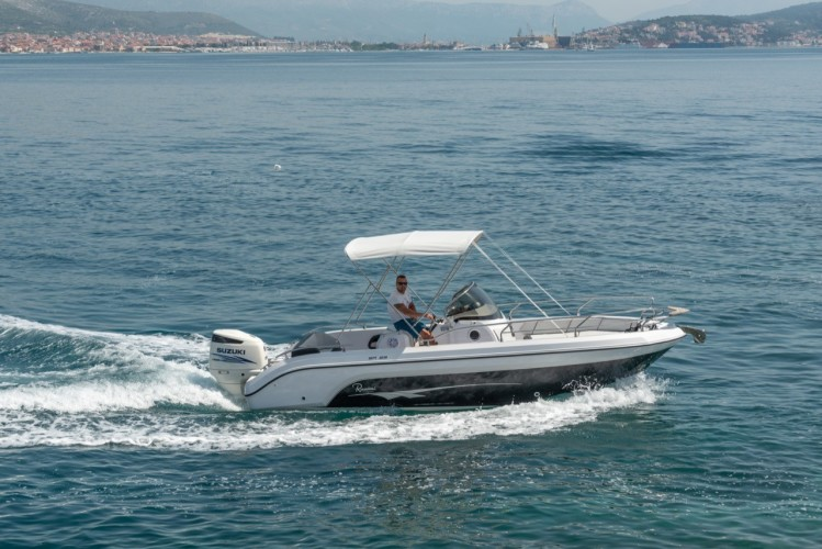 Ranieri Voyager 23S family friends summer on split blue lagoon