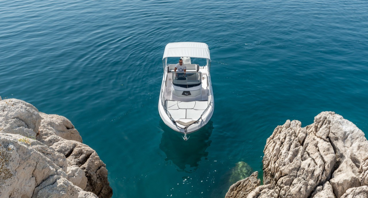 Ranieri Voyager 23S family friends summer on split boats for rent