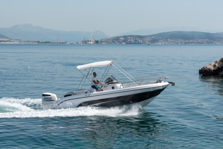 Ranieri Voyager 23S family friends summer on split cruise in style speedboat
