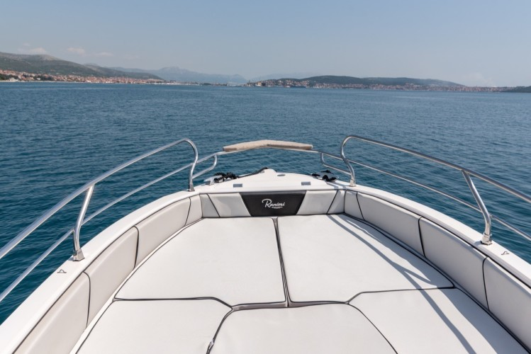 Ranieri Voyager 23S family friends summer on split daily tours