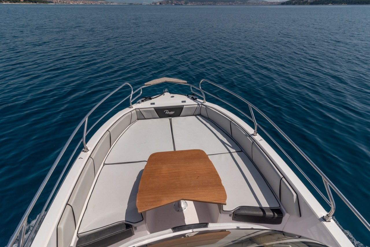 Ranieri Voyager 23S family friends summer on split day boat for rent