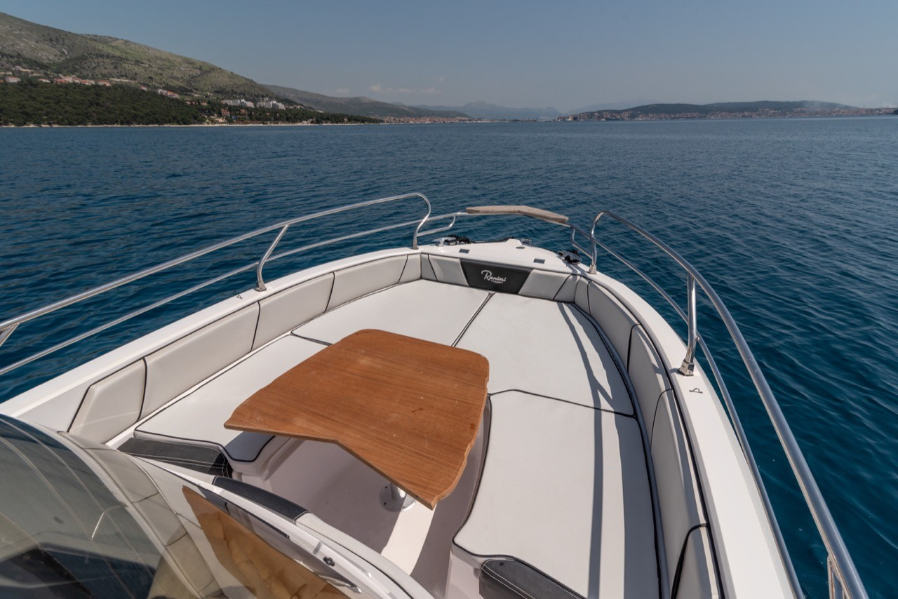 Ranieri Voyager 23S family friends summer on split day tour cruise
