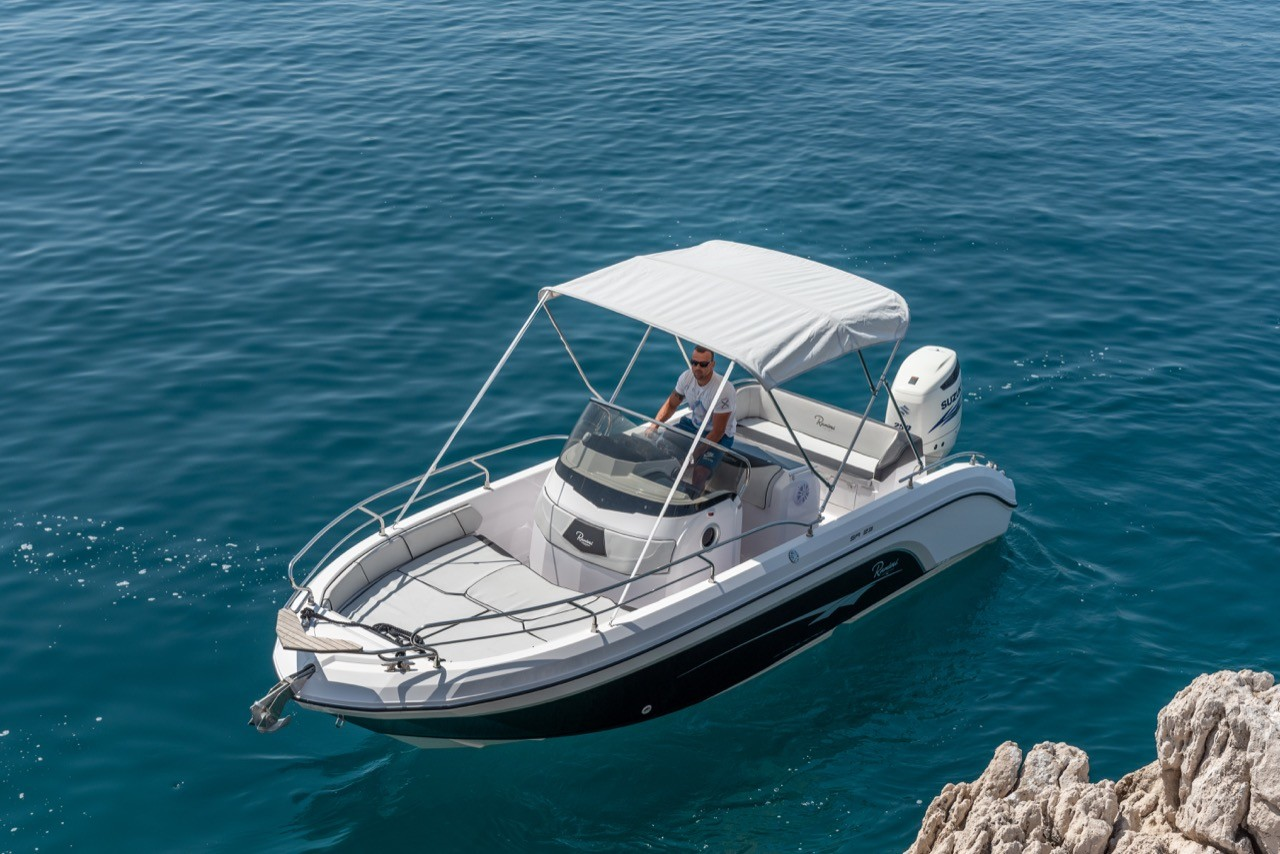 Ranieri Voyager 23S family friends summer on split style and relax