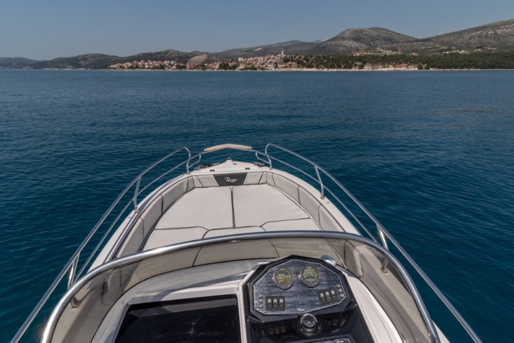 Ranieri Voyager 23S speedboat rental in split
